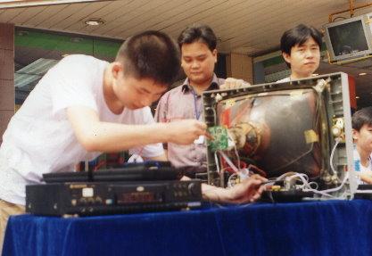 电子技术学校受热捧家长学生蜂拥而至